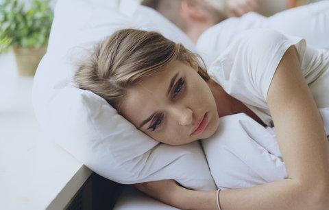 Nemůžete večer usnout? Nejspíš děláte jednu z těchto chyb!