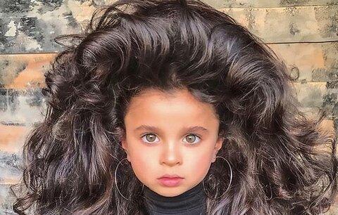 Pětiletá holčička má neuvěřitelné vlasy! Rodiče sklízejí ostrou kritiku
