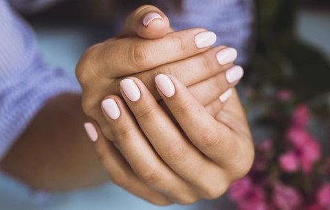 Nejčastější chyby, které děláte při manikúře. Ničíte si nehty