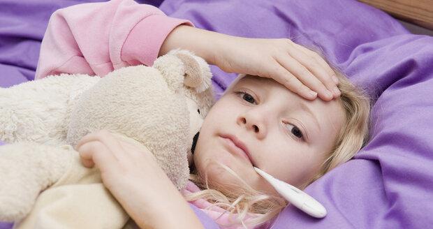 Kdy srážet horečku u dětí doma a kdy je to rozhodně na doktora?