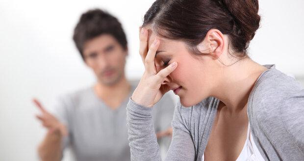 Alenu nejspíše čeká rozvod, jejich vztah neustále vměšování se strany rodičů