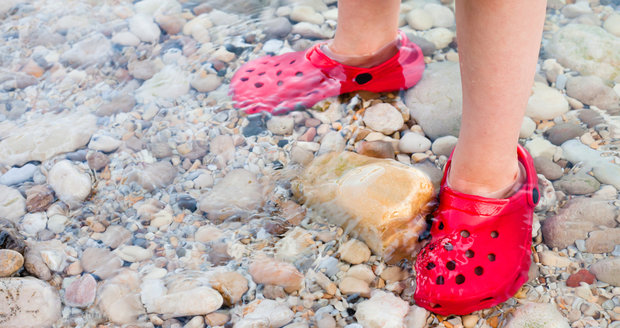 Tyto boty jsou vhodné do vody, případně na zahradu, ale dítě by je nemělo nosit dlouhou dobu.