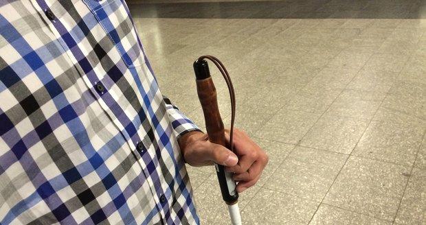 Moderní slepecké hole mohou také být vybaveny signalizačním zařízením.