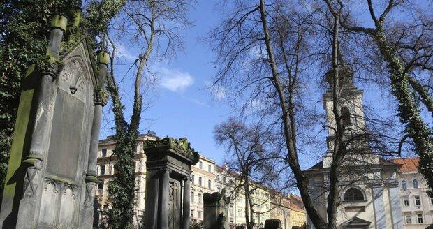 Malostranský hřbitov s kostelem Nejsvětější trojice