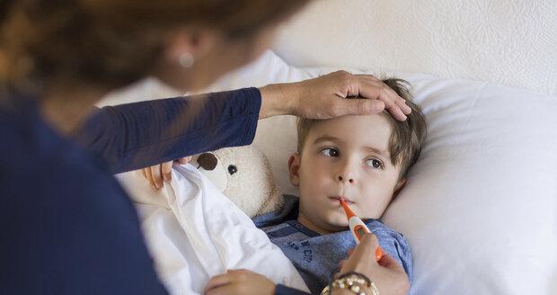 Čtyři největší chyby, které rodiče dělají při podávání léků dětem
