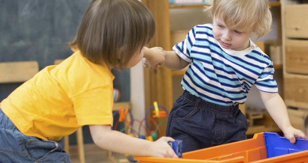 """Dělení se o hračky? """"Malé děti se málokdy umí vcítit do mysli druhého a vidět věci z jeho úhlu pohledu,"""" říká odborník"""