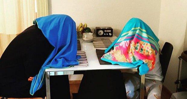 Přítel (vlevo) Míši Maurerové a její dcera jsou nemocní.