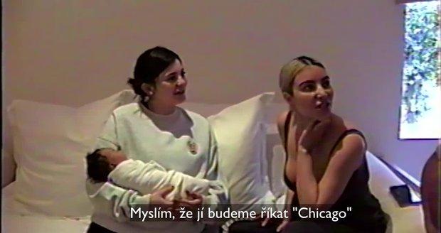 Kim Kardashian poprvé ukázala třetí dítě! Ve videu své sestry Kylie