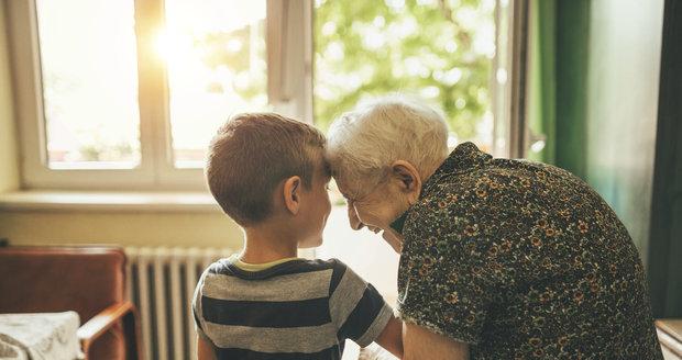 Pohled na seniory může ovlivnit i vztah s babičkou nebo dědečkem, zjistili vědci.