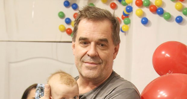 Mirek Etzler je šťastným otcem syna Samuela