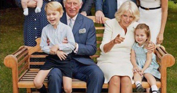 Charlotte, George a Louis slaví s dědečkem! Královská rodina zveřejnila novou fotku
