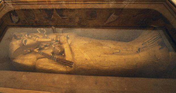 Faraonův sarkofág, rovněž vystavený v hrobce, je jedním ze symbolů starověkého Egypta.