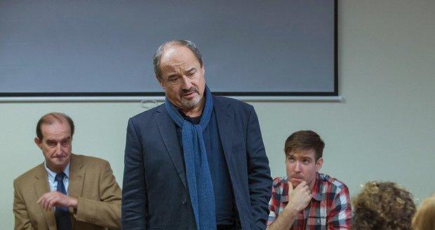 Viktor Preiss jako kapitán Vašátko v detektivce Případ dvou básníků