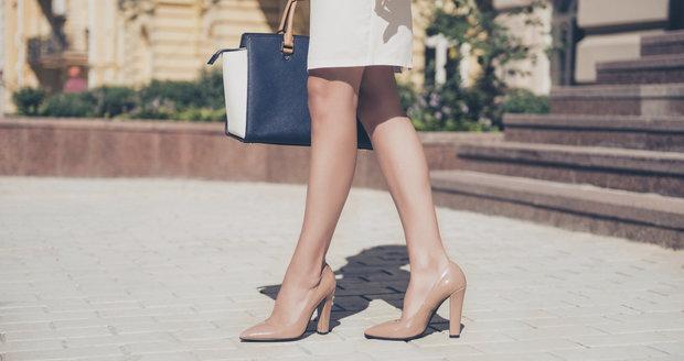 Když zavelí dress code: Tyhle boty můžete nosit do práce i v létě!
