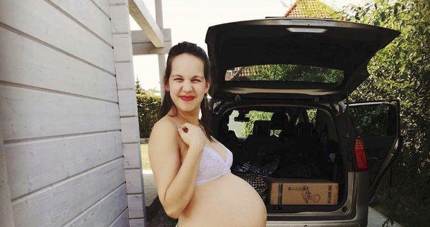 Míša Tomešová před odjezdem do porodnice