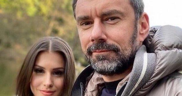 Emanuel Ridi s přítelkyní Sárou