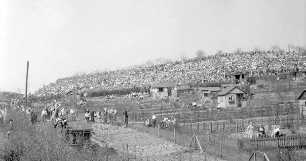Takto vypadaly Hrdlořezy ve 40. letech minulého století.