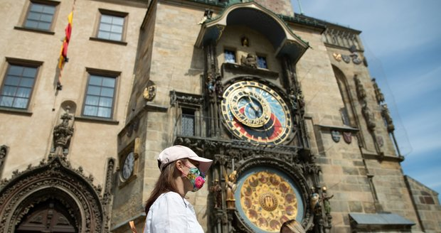 Pražské památky a instituce hlásí, že v porovnání s minulým rokem je navštívila přibližně třetina lidí.