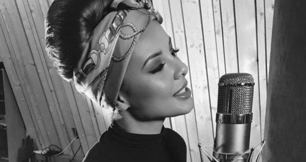 Monice Bagárové se půl roku po porodu zastesklo po milované práci zpěvačky.