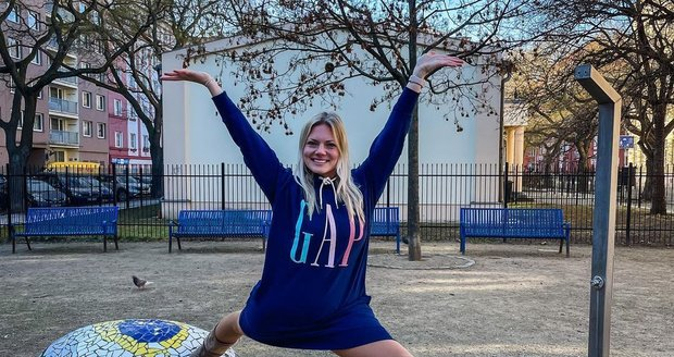 Simona Míková ze Svatby na první pohled je pěkně ohebná díky sportu.