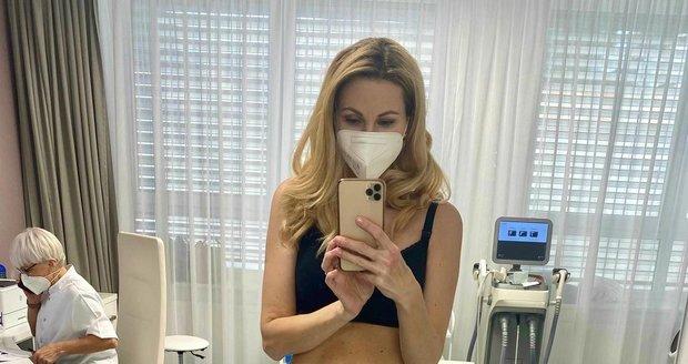 Dvojnásobná máma Sandra Pospíšilová vystavila na odiv své břicho.