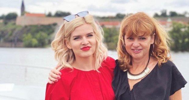 Nikol Štíbrová s maminkou