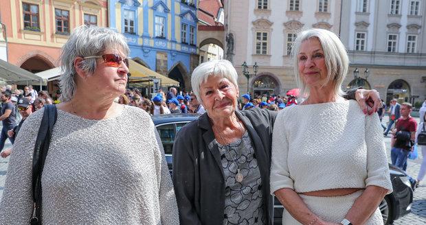 Kamila Moučková a dcery Bára (vlevo) a Kateřina