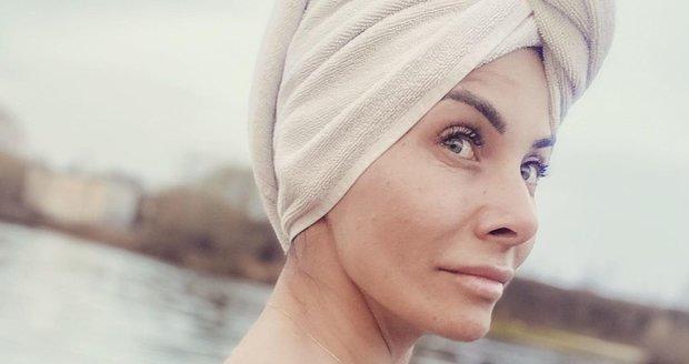 Eva Decastelo se koupala ve Vltavě nahá.