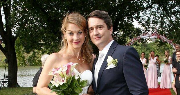 V seriálu je Laurinová vdaná za Rašilova