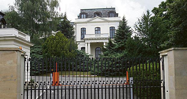 Vila Friedricha Petschka, kde sídlí ambasáda Ruské federace.
