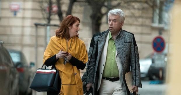 16. 4. 2021, 14:25 hod.: Monika Trávníčková i Jaroslav Svěcený měli namířeno namířeno do bytu Svěceného na Vinohradech.