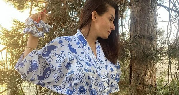 Eva Decastelo dans un kimono de sa propre production