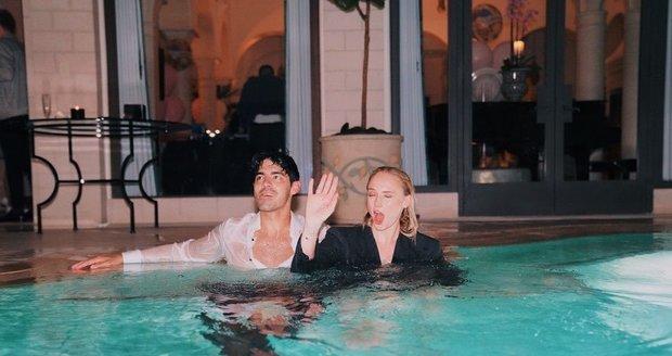 Sophie Turnerová a Joe Jonas oslavili výročí svatby