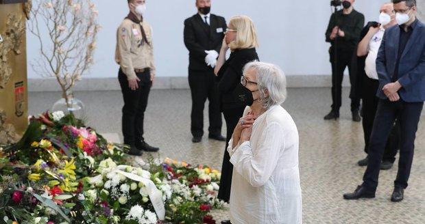 Marta Kubišová na pohřbu Ivana Havla