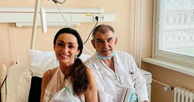 S MUDr. Ladislavem Košťálem po operaci levé ruky