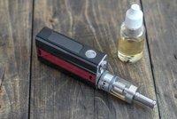 Velké nebezpečí pro batolata: Otravy tekutými náplněmi do e-cigaret! V nemocnici skončily desítky dětí
