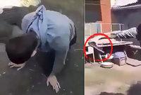 Muž chtěl vyzkoušet neprůstřelnou vestu. Padl k zemi s vážným zraněním
