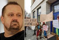 Kauza, který hýbe Českým rozhlasem: V Hradci protestují kvůli vyhazovu šéfa Vltavy