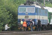 Tragická nehoda na Karlovarsku: Po srážce s vlakem tam zemřel člověk