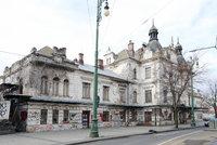 Chátrající nádraží Vyšehrad: Pražský magistrát ho chce s majitelem vyměnit, nabízí parcely pro rodinné domy