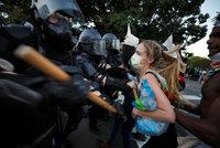 Velké změny v USA: Sněmovna odklepla reformu volebního zákona i policie, nesmí škrtit