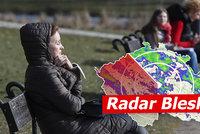 Do Česka míří jaro: Teploty až 17 °C a návrat písku ze Sahary. Sledujte radar Blesku