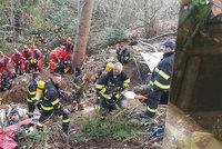 Dva mladíci tragicky zemřeli ve staré štole: Hasiči jejich těla nemohou vytáhnout