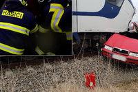 Vlak zmuchlal auto jak plechovku od sardinek: Na Chrudimsku v něm zahynuli muž (†39) a žena (†42)