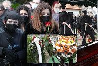 Velkolepý pohřeb principála Jaromíra Joo (†65): Limuzíny, tygr a záplava růží