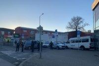Bleší trhy ve Vysočanech znovu otevřely, navzdor zákroku policie. Dojde na pokutu?