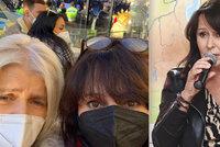 Heidi Janků dostala políček za fotku z demonstrace proti vládním nařízením! Je to omyl, brání se