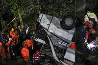 Autobus se studenty se zřítil do rokle: Zahynulo 26 lidí!