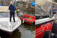 Nebezpečí na Vltavě: Ženě vysadil motor, řítila se po řece na neovladatelné lodi
