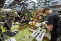 Firmě Head Sport klesly příjmy o desítky procent. Sjezdové lyže vyrábí i na jihu Čech